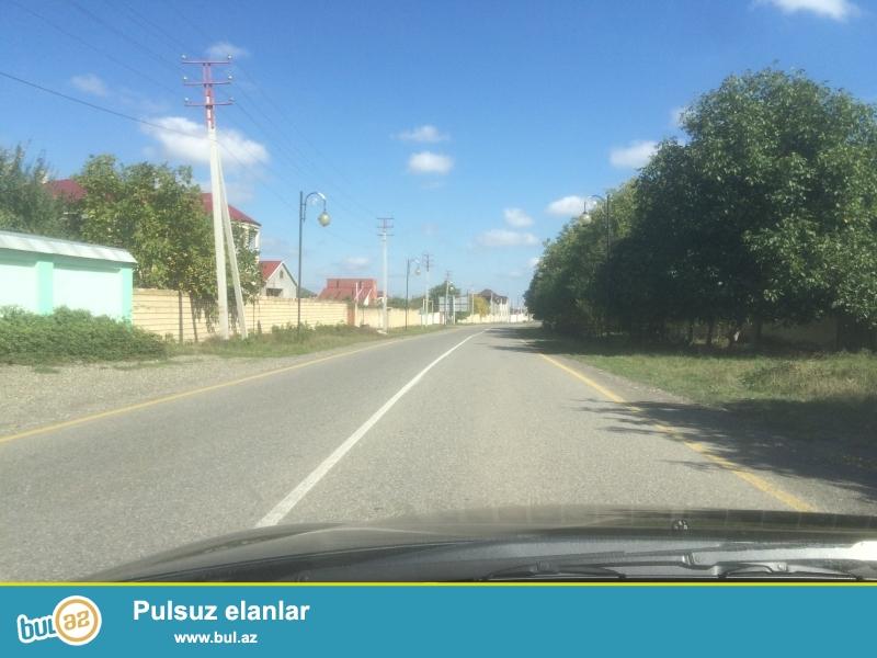 Torpaq Qeçreş yolundadi.Villa bag evine çatmamiş yoldan 150-200 m içeri...