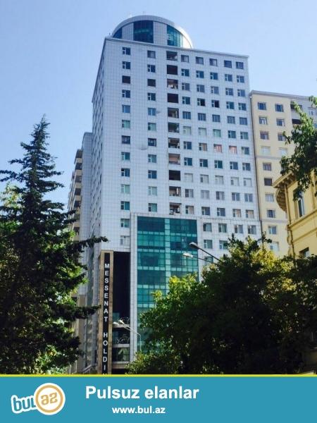 Nərimanov rayonu Təhsil Nazirliyinin yanı yeni inşa edilmiş və tam yaşayışlı bina 18-13, 3 otaqlı mənzil satılır...