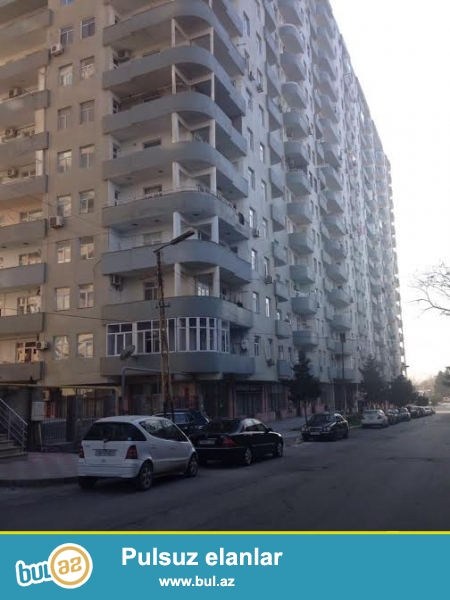Qara Qarayev metrosuna yaxın ( 3-4 dəqiqəlik məsafədə ) Tam hazır və yaşayış olan yenitikili yaşayış kompleksində 3 otaqlı mənzil satılır...