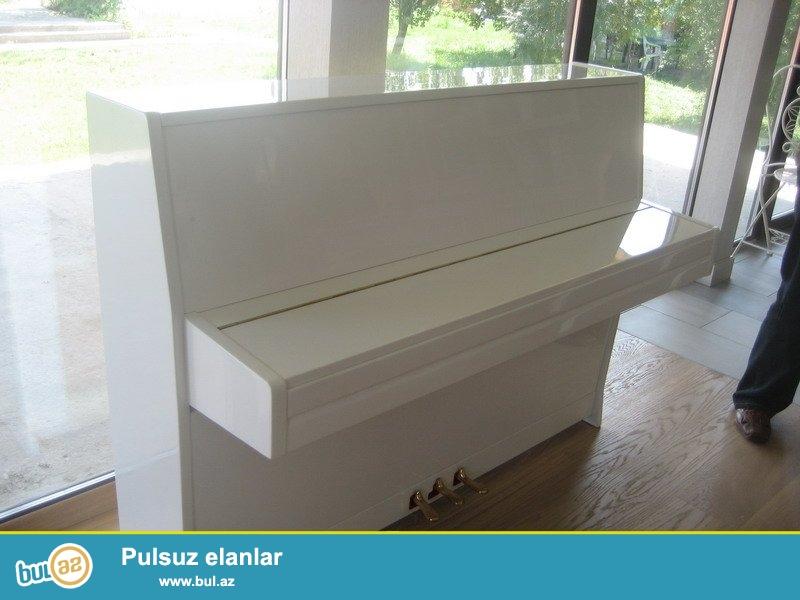 Ağ ve istediyiniz bütüni renglerde 2 ve 3 pedallı pianolar satılır...