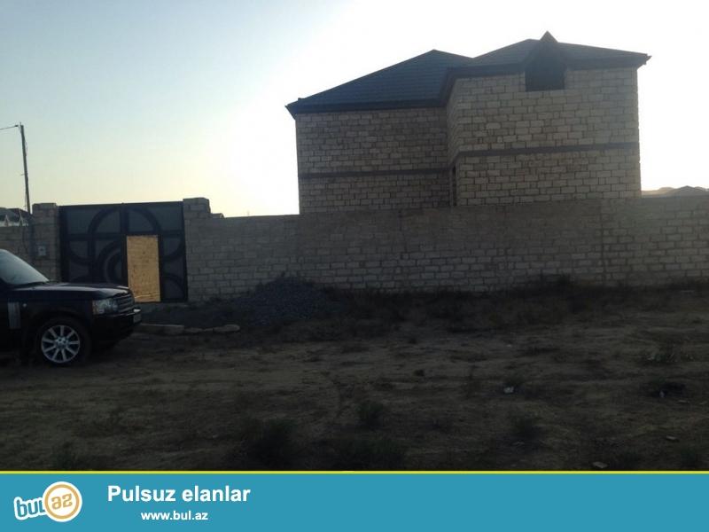 Очень срочно ! В поселке   Фатмаии , неподалеко от центральной дороги  продается под маяк  1-a этажный,4-х комнатный дом, площадью общего строения  190 квадрат,  расположенный на 8 сотках земли...