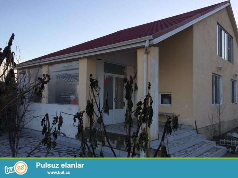 Очень срочно! В поселке  Бузовна  около новой мечети  продается 1-но  этажный  4-х комнатный частный дом площадью 100 квадрат расположенный на 12-и сотках земли...