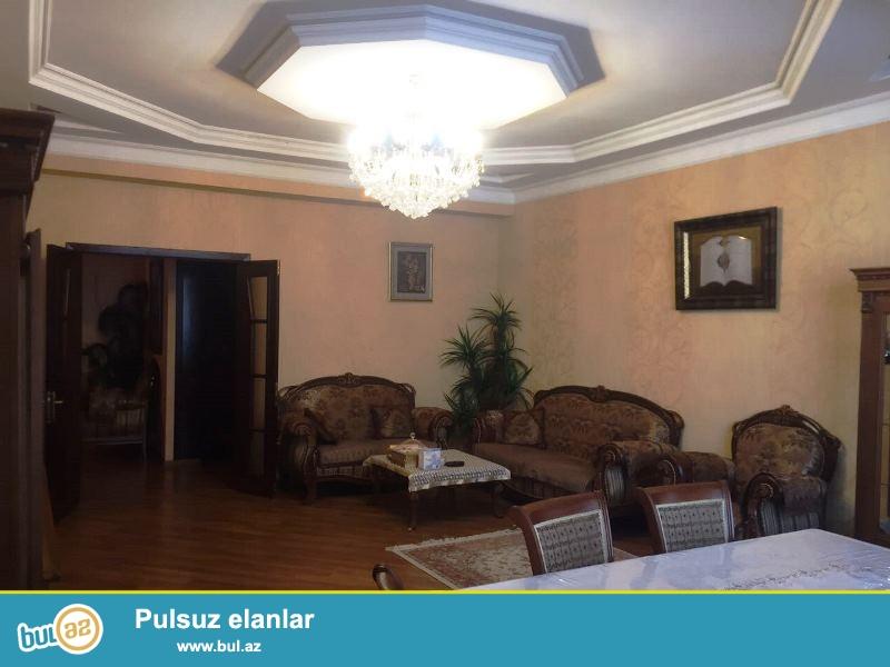 Satılır Gənclikdə xəstəxananın yanında yenitikili binada 3 otaqlı mənzil...