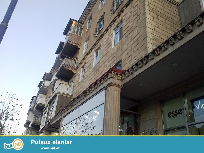 """<br /> Satılır Nərimanov """"Çudo Peçka"""" nın  yanında köhnətikili binada 4 otaqlı mənzil ( 2 dene 1 otaqlı evin birləşməsi)..."""