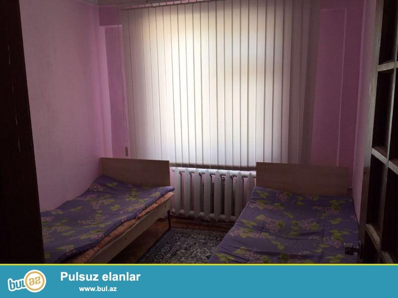 Satılır Elmlər, Avropa məktəbinin yanında  leninqrad (Daş bina) layihəli binada 3 otaqlı mənzil...