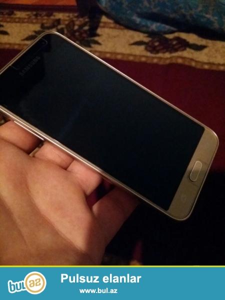 Telefon burdaki telefonlarin tayi deyil.alinanan arxa kiriskasi bele acilmiyib...
