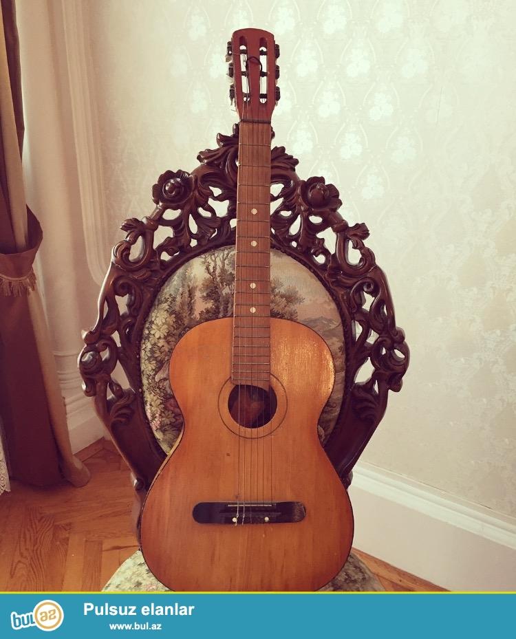 Orginal akustik gitaradi hec bir problemi yoxdur istifade etmediymcun satiram(cantasini ustunde verirem)