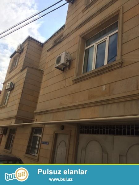 Срочно! сдается  в аренду на долгий срок 3-х этажная 7-ми комнатная вилла расположенная не далеко от проспекта Гасан Алиева вблизи д/т «Крал»...