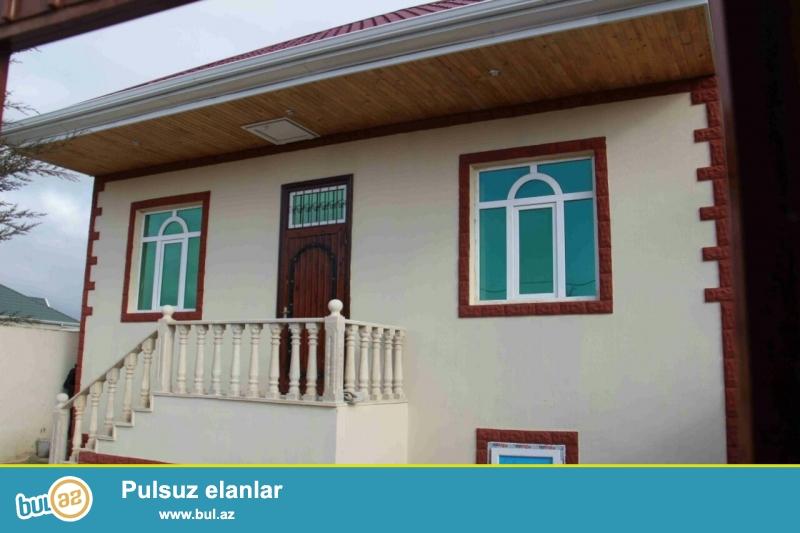 Zabrat 1 qəsəbəsində yola yaxın yerdə  2 sot torpaq sahəsində  qoşa daşlı kürsülü sahəsi 100 kv mt olan 3 otaqlı ev satılır...
