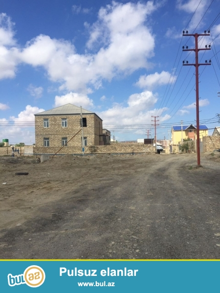 Tecili ,bineqedinin merkezde yolun kenarinda (butun avtobuslar kecir)  50 sot torpaq sahəsi...