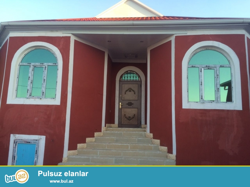 Zabratda təcili 4 otaqlı ev satılır.Kürsülü,qoşa daşlı,sahəsi 140 kv mtdi...