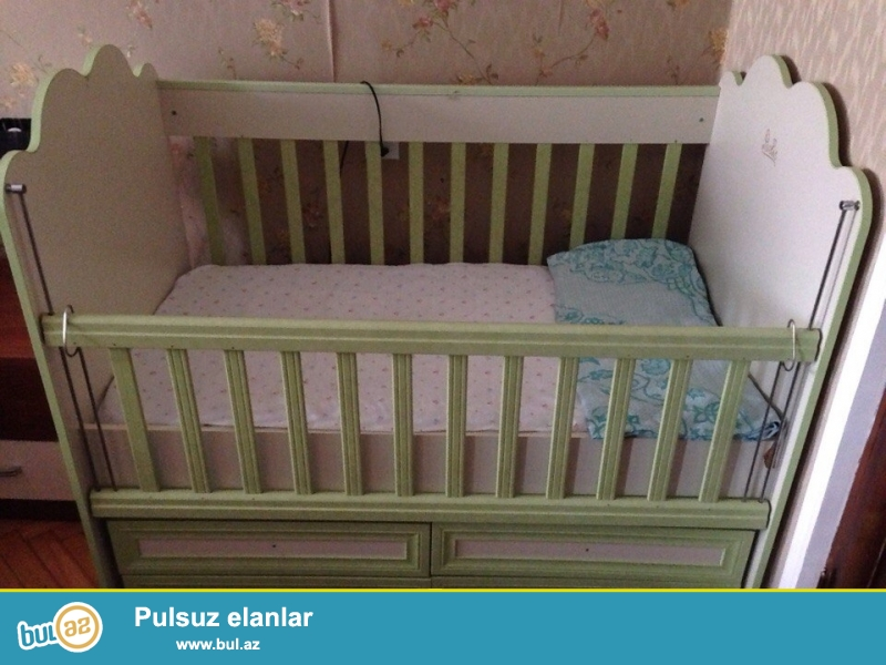 Детская кроватка(раскачивается) в хорошем состоянии с матрасом-120азн...