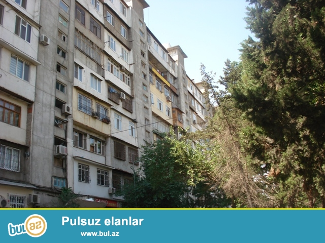 Ayna Sultanova parkın yaxınlığında LİDO restoranı ilə üzbəüz Kiyev Layihəli binada yaxşı təmirli 2 otaqlı mənzil satılır...