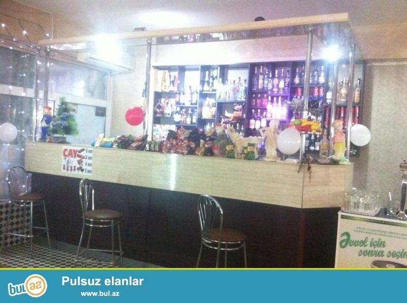 tecili bar satilir uzunlugu 4 metr eni 2 metr.barin terkibinde mini metbext, bar sakif bazasi ve bar refi...
