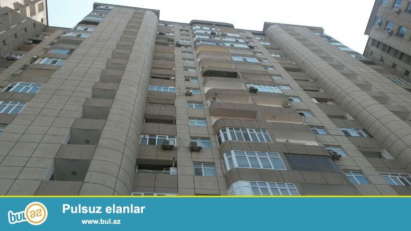 Yasamal rayonu, Şərifzadə küç., ATS-in arxası, 17 mərtəbəli yeni tikili binanın 9-cu mərtəbəsində 2 otaqlı, 90 kv...