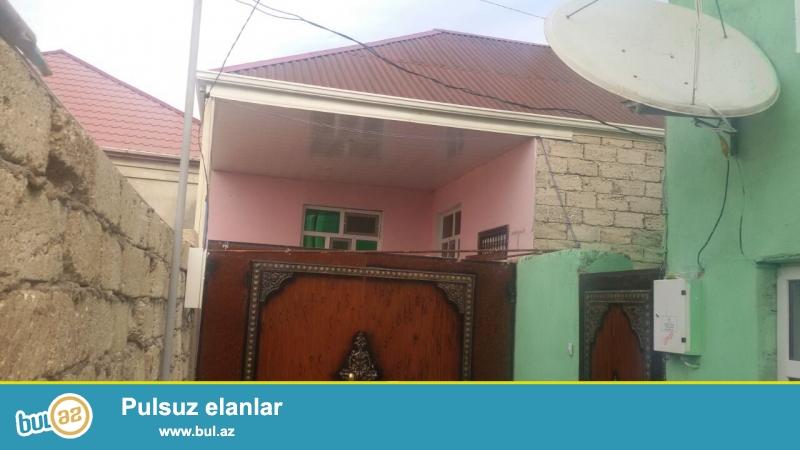 Ramanada 214 nöm marşuruta az məsafədə  yola yaxın yerdə 1 sot torpaq sahəsində qoşa daşla tikilmiş ümumi sahəsi 80 kv mt olan 3 otaqlı ev satılır...