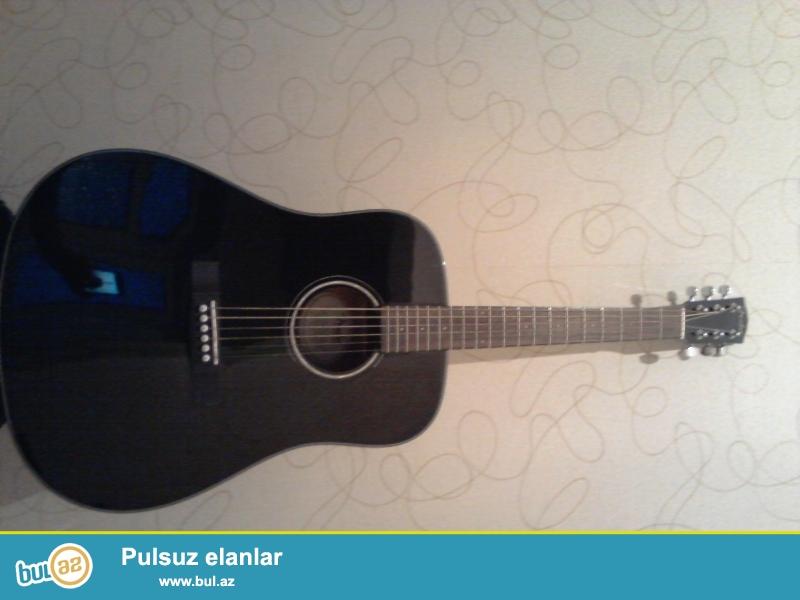 Akustik Gitara. Tezedi. Orjinaldi. Canta ve ehtiyat Simleri de ustunde verilir.