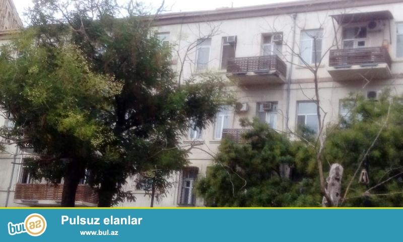 Срочно продается 2-х комнатная квартира в центре города - на Баксовете,  на улице Низами...