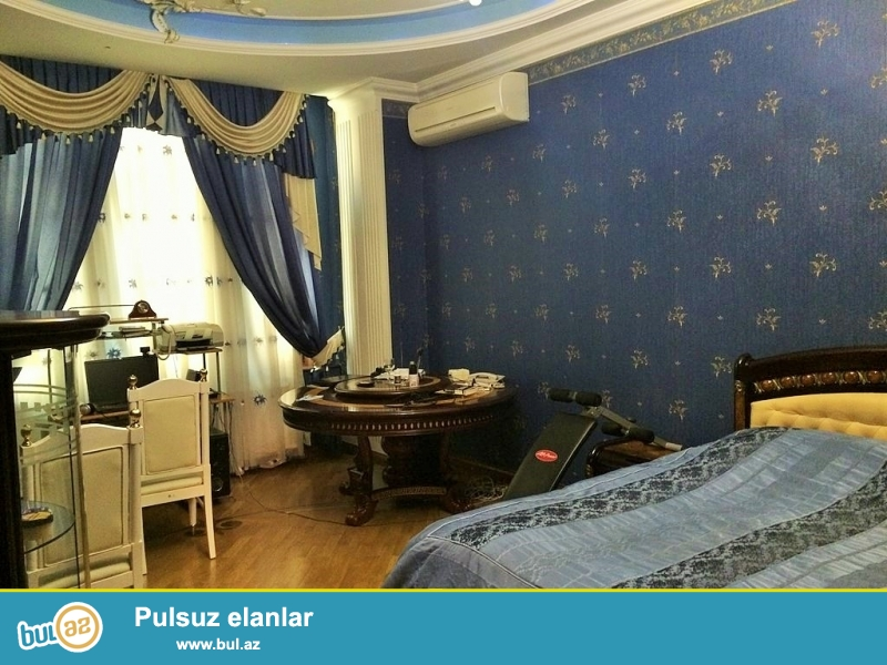 Очень срочно сдаётся в аренду на долгий срок 4-х этажный (4 этаж огромная  мансарда со встроенной барной стойкой), 8 комнатный особняк расположенный вблизи  проспекта Теймура Алиева ...
