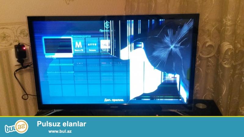 Zedelenmish ekranli Samsung Tv .Kart qabi ve Pult