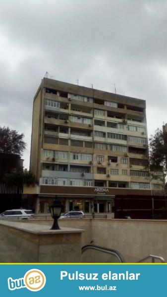 Продается 2-х комнатная квартира переделанная в  4-х в Наримановском районе, по проспекту Ататюрка, рядом с метро Гянджлик, над магазином «ARZENA Dizayn»...