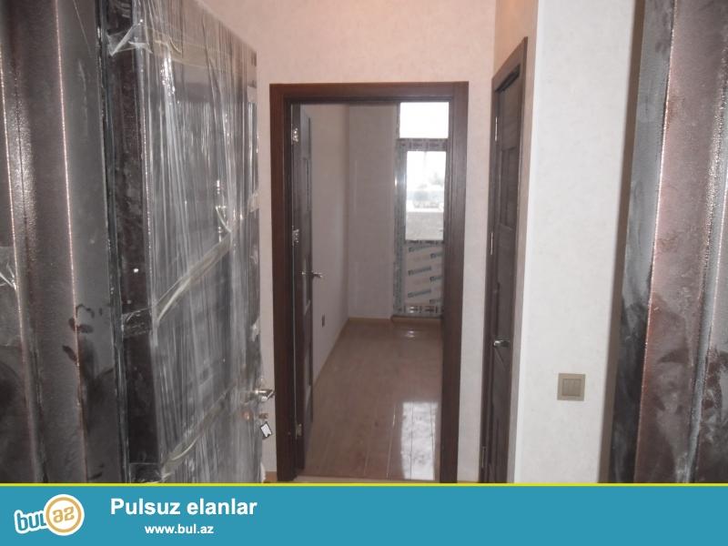 Xırdalan şəhəri Kristal Abşeron yaşayış kompleksində yerləşən 14 mərtəbəli binanın 11ci mərtəbəsində mənzil satılir...