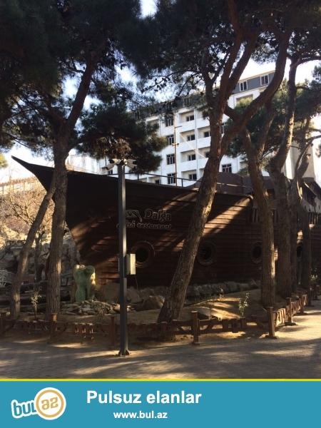 Xırdalan şəhərində AAAF park yaşayış kompleksində yerləşən 8 mərtəbəli binanın 3cü mərtəbəsində mənzil satılır...