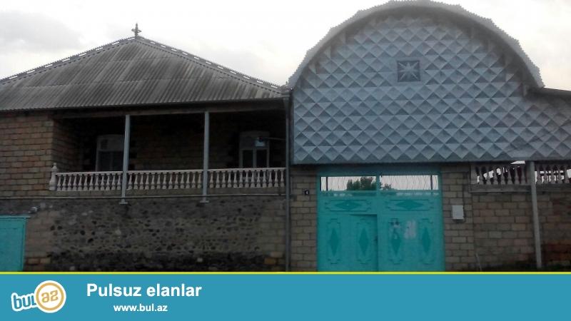 Samux rayonunun merkezinde TECILI, COX TECILI, gozel yerde, Qoshqar sadliq sarayi, Beynelxalq bankin yaninda boyuk heyet evi...