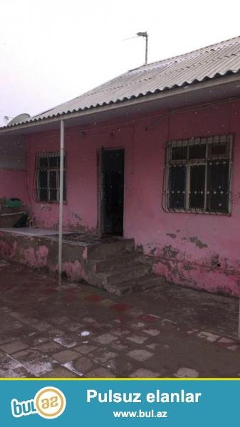 Xirdalan seh yola yaxin 2 sot torpagin icinde 80 m2 saheye tikilen 3 otaqli temirli heyet evi satilir...