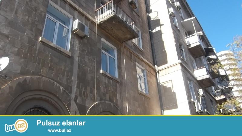 СРОЧНО.<br /> В центре - на проспекте АЗАДЛЫГ, около ПОСОЛЬСТВА АМЕРИКИ продаётся полноценная 2-х комнатная квартира...