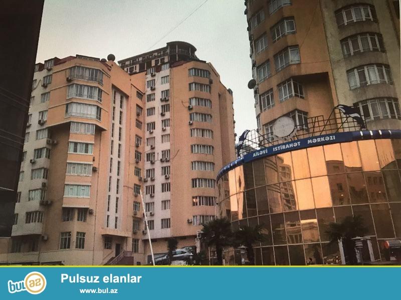 """СРОЧНО!!! В Насиминском районе по улице Рашида Бейбутова рядом с """"Unibank"""" продается 4х комнатная квартира 10 этажного здания на 2 этаже..."""