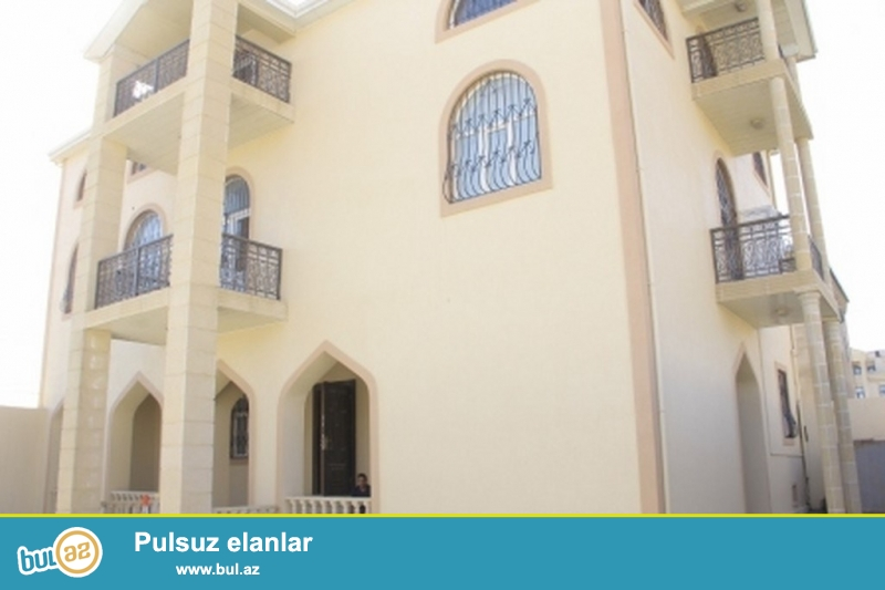 Срочно! В  3 массиве Бадамдара сдаётся в аренду 3-х этажная, 7-и комнатная, площадью 500 квадрат, с евро ремонтом вилла расположенная на 6-ти сотках приватизированного земельного укчастка ...