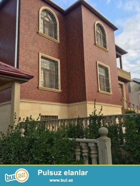 Очень срочно! В связи с выездом намного ниже рыночной !  В сторону посёлке Гобу  прямо у центральной дороги продаётся  2-х этажный(+подвал) 12-и  комнатный особняк площадью более 550 кв...