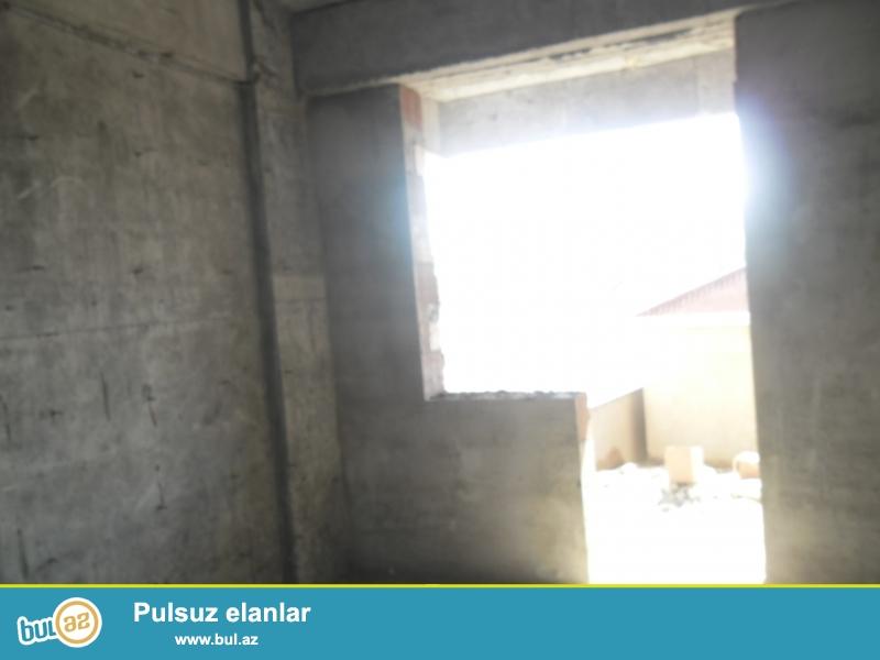Xırdalan şəhəri AAAF park yaşayış kompleksində inşa olunmuş 7 mərtəbəli binada ümumi sahəsi 92...