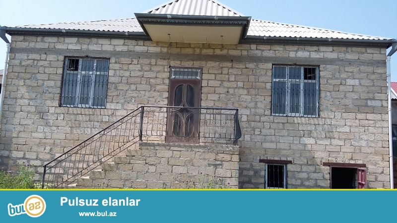 Abşeron gənclər şəhərciyinin arxasında, varlılar məhləsində  iki mərtəbəli həyət evi satılır...