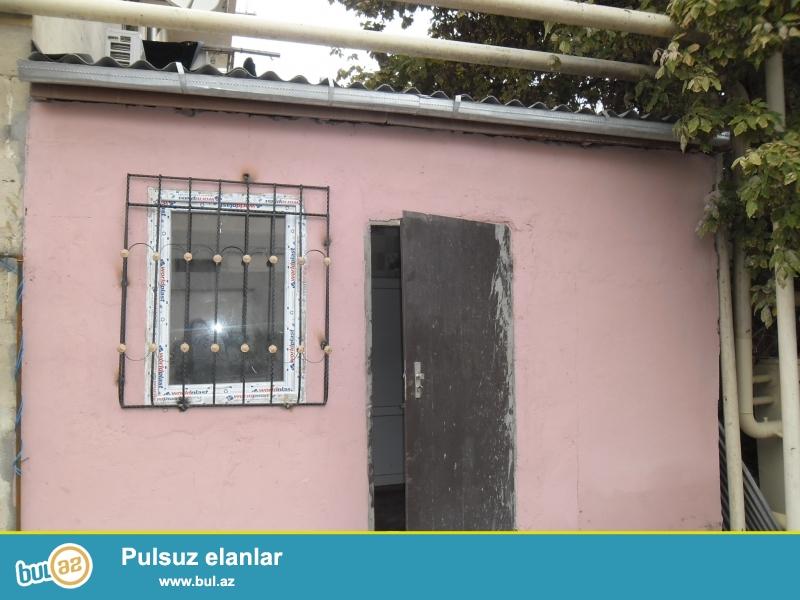 Xırdalan şəhərində  5 nömrəli  məktəbin yanında həyət evi satılır...