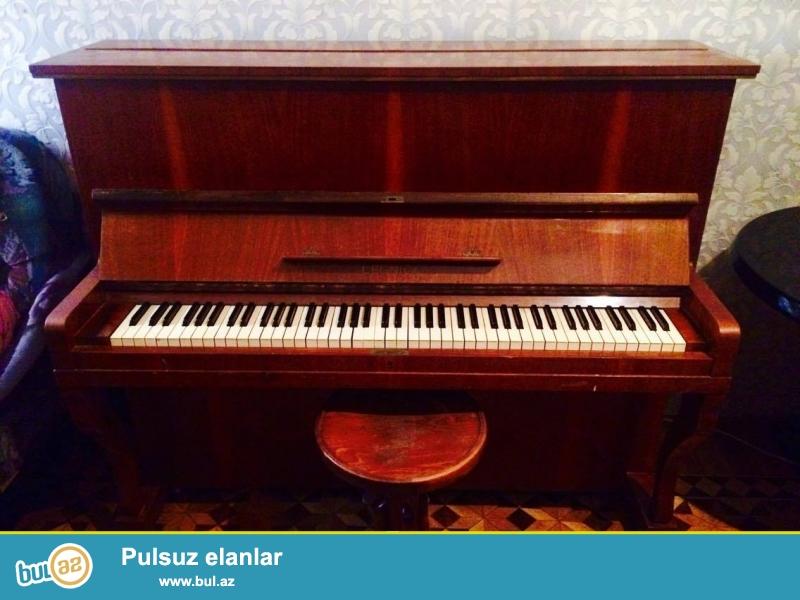 Pianino (Legnica) Polşa istehsalıdır. İşlək vəziyyətdədir, köklənməyinə ehtiyac yoxdur...