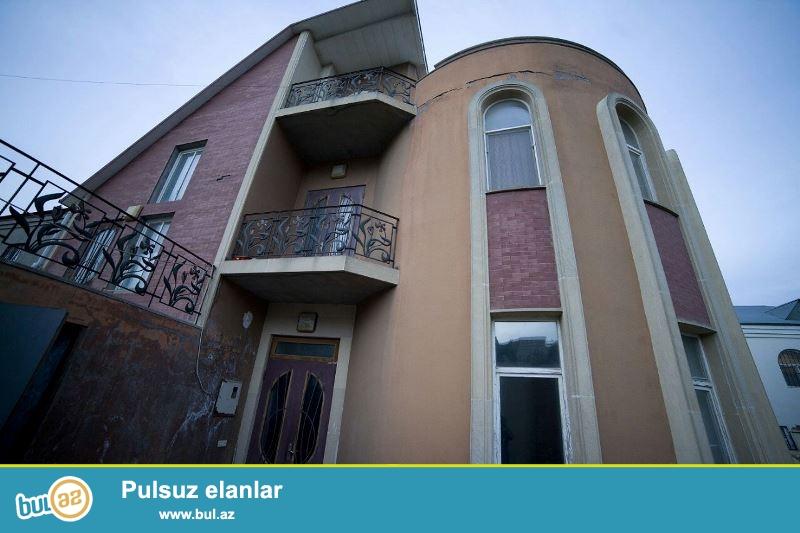 Satılır Xətai rayonu Mehmandarov  kucəsində  4 sotun içində tikilmiş 3 mertebeli Villa ümumi sahəsi 212 kv/m...