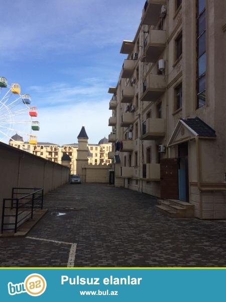 Xırdalan şəhəri AAAF park yaşayış kompleksində inşa olunmuş 5 mərtəbəli binada ümumi sahəsi 72 kv...