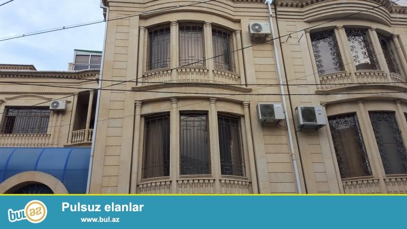 Очень срочно сдаётся в аренду на долгий срок особняк по проспекту Теймура Алиева   за зданием    *AVROPA GAPILARI*...
