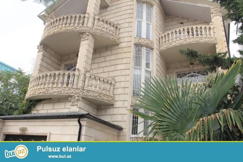 Очень  срочно  при въезде с проспекта Гусейна Джавида за Шушели Базаром , cдается   новопостроенный  3-х этажный + подвал,  8-и комнатный   особняк - вилла, площадью 450 квадрат, расположенный на 4-х сотках приватизированного земельного участка ...