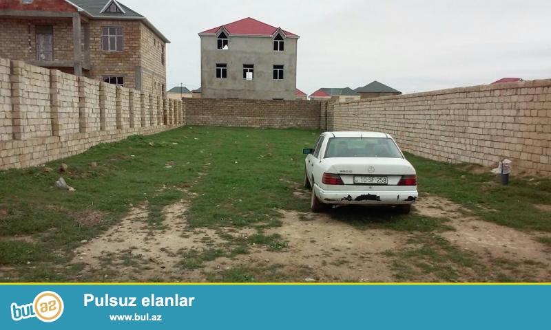 Novxanı bağlarına gedən yolun üstündə, FRESCO marketin arxasında, PREZİDENT aparatının işçilərinin villalarının yanı, magestral yola 200 metrlik məsafədə 7 sot torpaq sahəsi satılır...