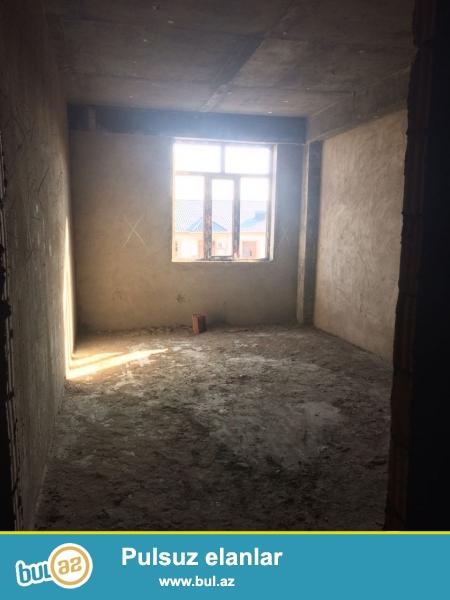 Xırdalan şəhəri AAAF park yaşayış kompleksində gəmi restoranın arxasında inşaa olunmuş binada 2 otaqlı mənzil satılır...
