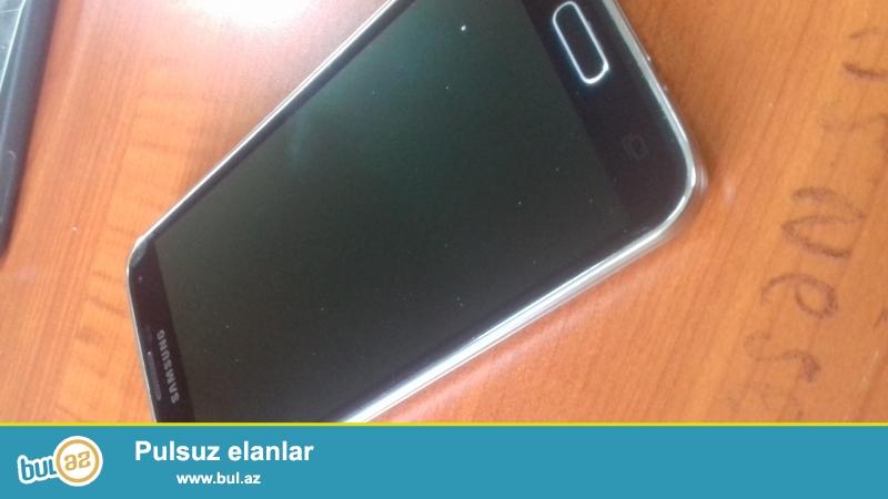 Samsung galaxy s5...qutusu,adapteri,nauşniki,2 ədəd kabrosu var...