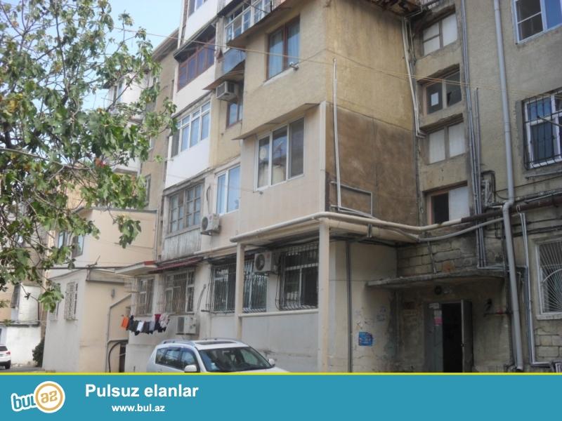 TƏCİLİ!<br /> «Elmlər Akademiyası» metro stansiyasının yaxınlığı, «Apellyasiya Məhkəməsi»-nin yanında 5 mərtəbəli daş binanın 5-ci mərtəbəsində 1 otaqlı mənzil satılır...