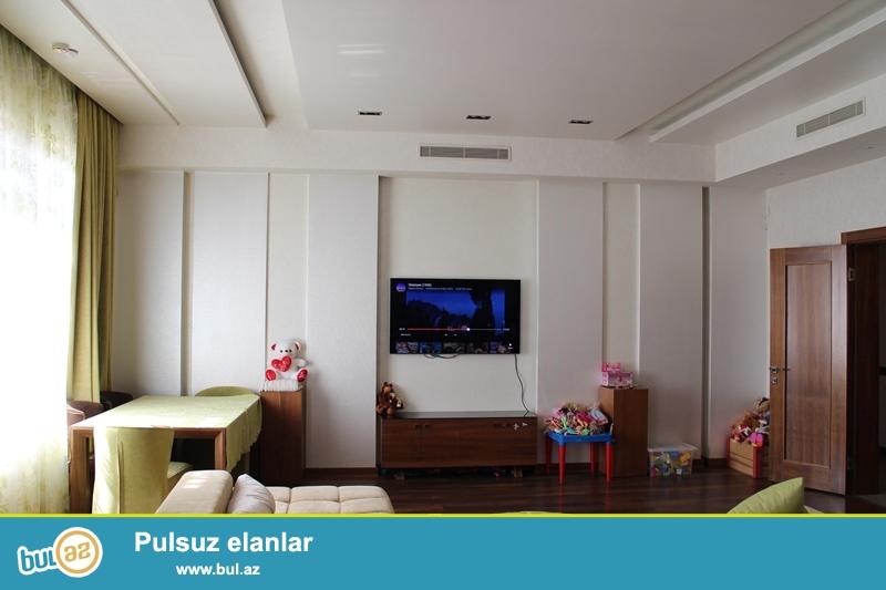 Satılır İçəri Şəhər (Baksovet) Axundov bağından yuxarı prestijli yenitikili binada 4 otaqlı mənzil...