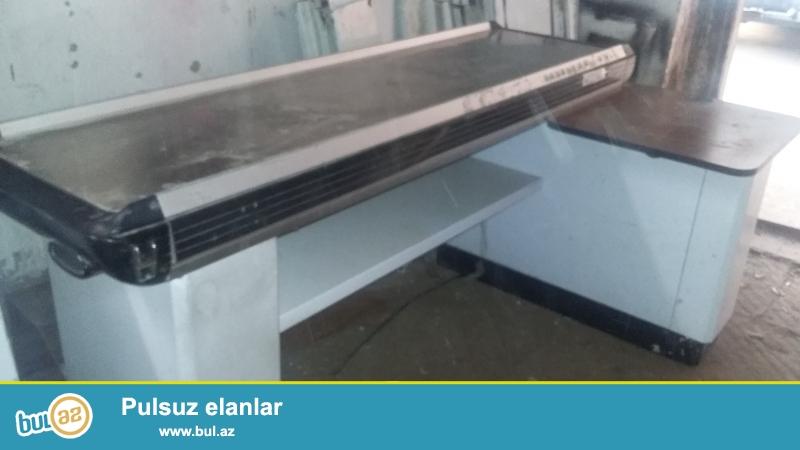 Turkiyye istehsali olan L sekilli yaxsi veziyyetde kassa stolu satilir...