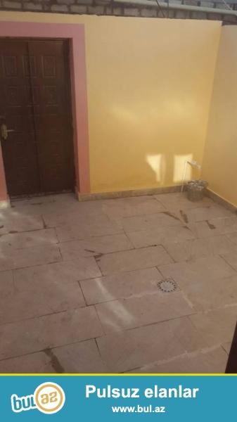 DIQQET!!! Xirdalan seherinde merkezde 60 m2 sahesi 20 kv heyeti olan 2 otaqli, kupcali heyet evi satilir...
