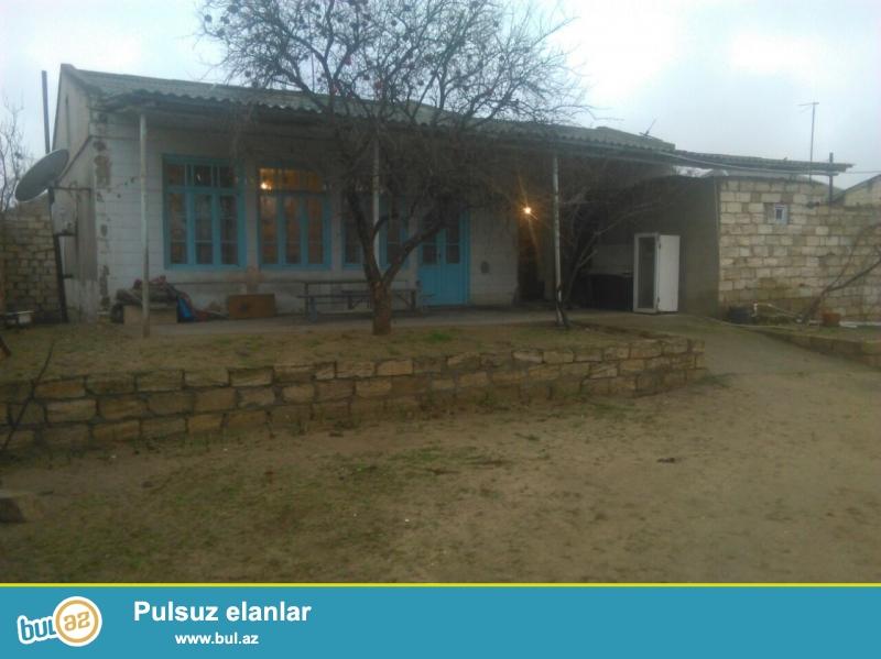 Maştağada Kirov kruqununda yoldan 300 mt məsafədə 6 sot torpaq sahəsində 3 otaqlı ev satılır...