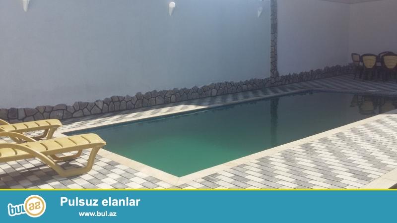 Для очень солидных клиентов ! В поселке  Мардакан , не далеко от новой дороги , вниз от ресторана Гоша Гала  продается 1-этажный, площадью 140 кв...